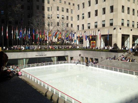 Rockefeller Center : As bandeiras dão um charme a parte