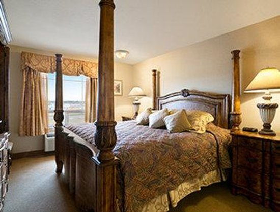Super 8 Fort Nelson BC: Standard 1 King Bed Room