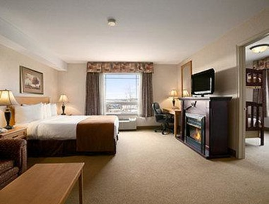 Super 8 Fort Nelson BC: Standard 1 Queen Bed Room