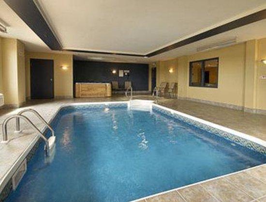 Super 8 Vaudreuil : Pool