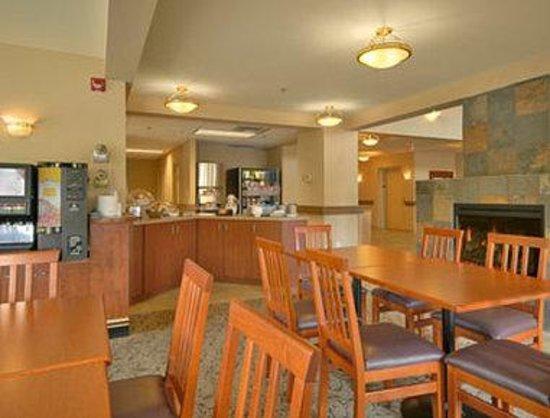Super 8 Langley / Aldergrove: Breakfast Area