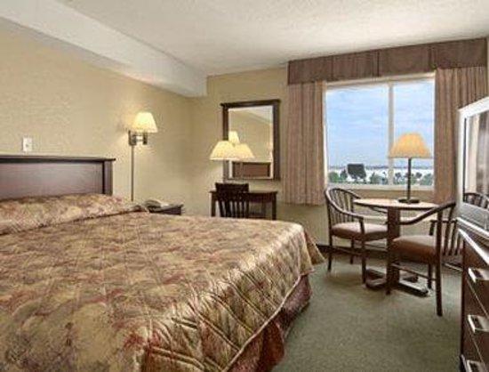 Super 8 Mississauga: Standard King Bed Room