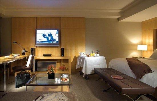 SoHo Metropolitan: Premier Luxury Guestroom