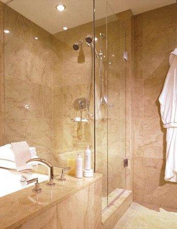 SoHo Metropolitan: Powder Room