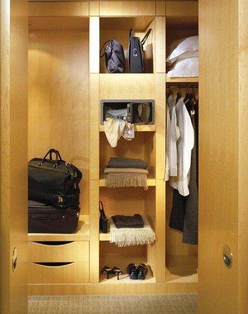 SoHo Metropolitan: Dressing Area/Closet