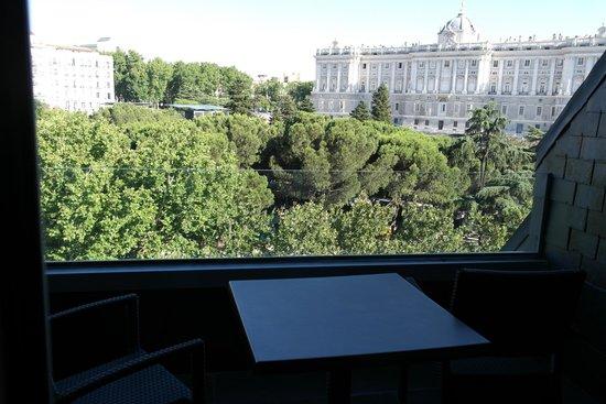 ApartoSuites Jardines de Sabatini: Palace view.