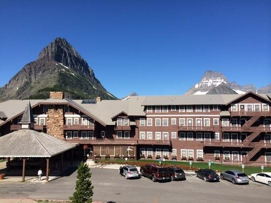 Many Glacier Hotel: This is the view from the parking lot up above the hotel.