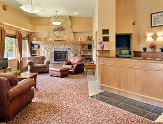 Ramada Stony Plain Hotel & Suites: Lobby