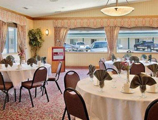 Ramada Stony Plain Hotel & Suites: Banquet Room