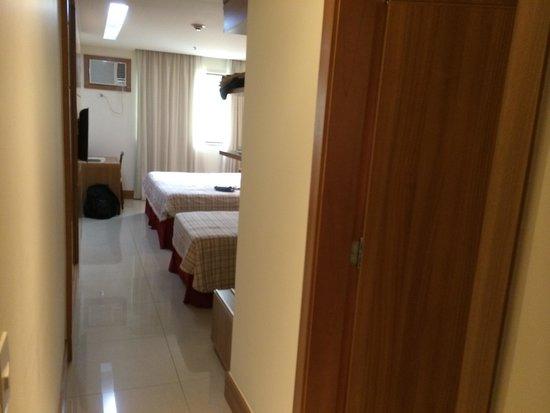 Hotel Granada: Entrada do quart