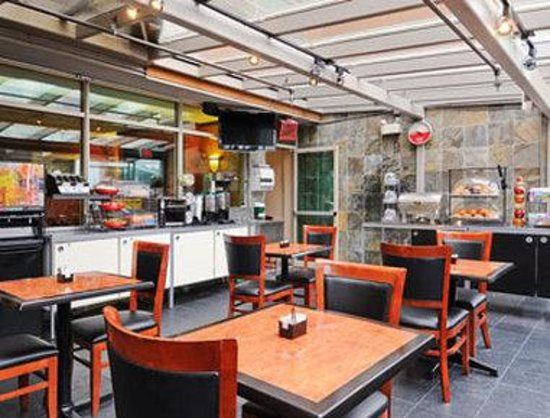 Ramada Limited Vancouver Airport: Breakfast Area