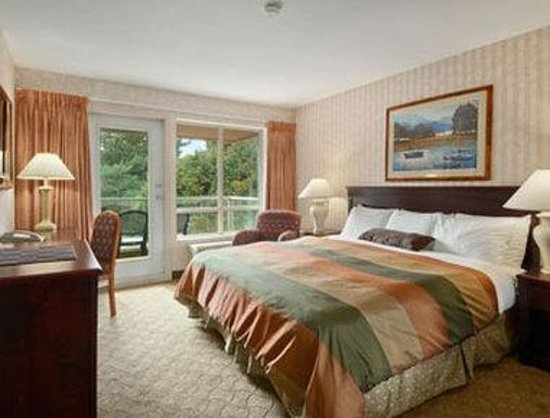 Ramada Limited Vancouver Airport: Standard King Bed