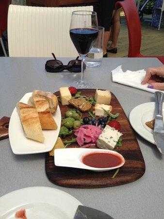 Luckett Vineyards: Cheese Board