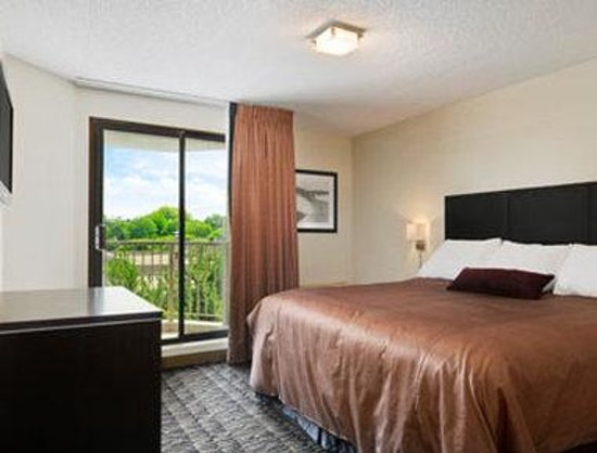 Ramada Plaza Niagara Falls: Two Room Suite