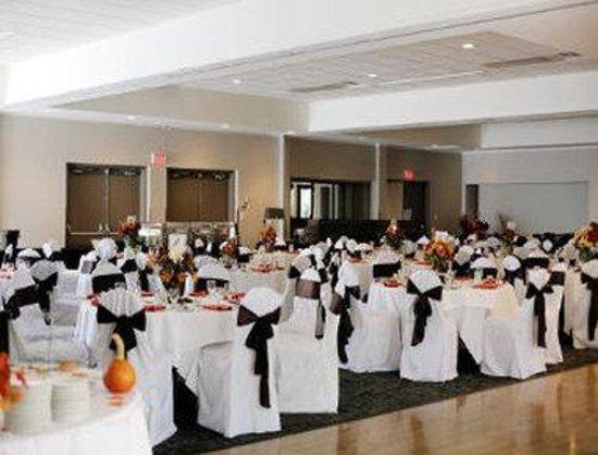 Travelodge Silver Bridge Inn: Banquet Room