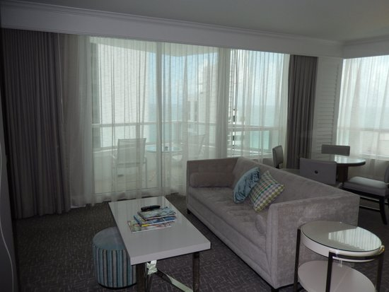 Fontainebleau Miami Beach : Spacious living room with pullout couch