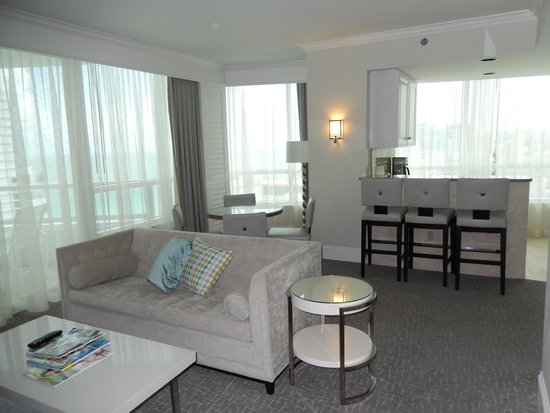 Fontainebleau Miami Beach : Living room