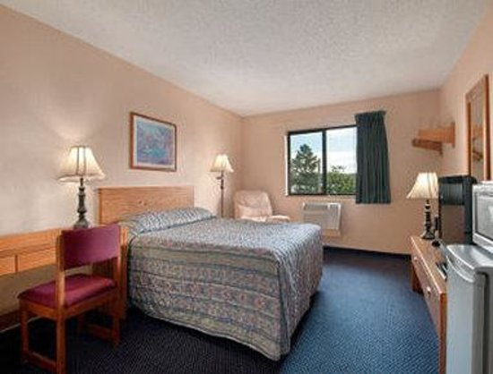 Travelodge Campbell River: Standard 1 Queen Bed Room