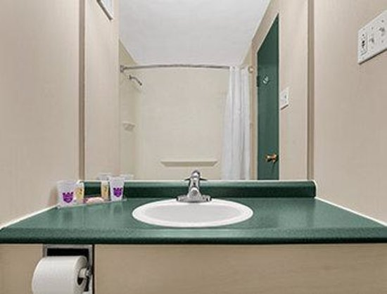 Brunswick Hotel Complex: Bathroom