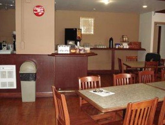 Howard Johnson Hotel Port Alberni: Breakfast Area
