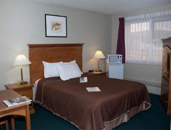 Howard Johnson Hotel Port Alberni: One Queen Bed Room