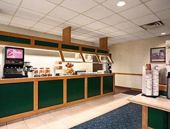 Travelodge Chatham: Breakfast Area