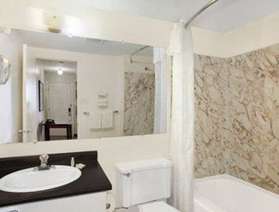 Saskatoon Thriftlodge: Bathroom