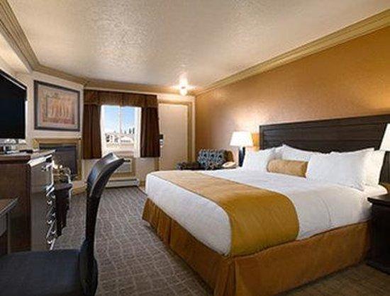 Days Inn High Level: Standard King Room