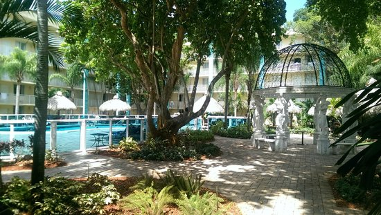 Universal Palms Hotel: Courtyard