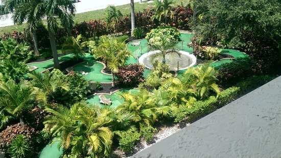 Universal Palms Hotel: Mini Golf