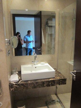 Le Meridien Pyramids Hotel & Spa: Bathroom