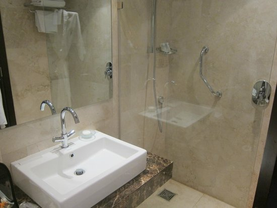 Le Meridien Pyramids Hotel & Spa: Bathroom