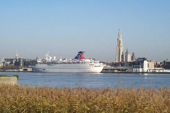 Holiday Inn Express Antwerp City North: Antwerp's most important lifeline... The river Scheldt
