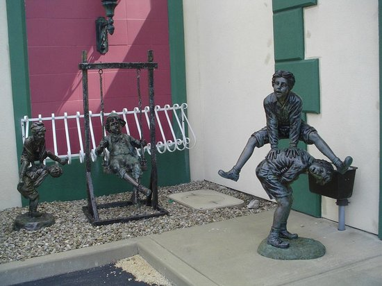 Salvatore's Garden Place Hotel, an Ascend Hotel Collection Member : leap-frog statue on grounds