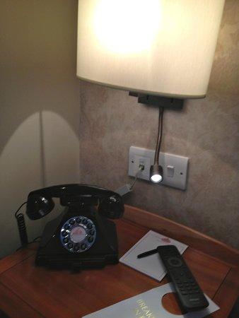 The Red Lion Hotel: standard telephone
