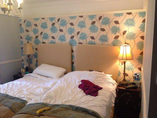 Blue Haven Hotel: Cramped bedroom