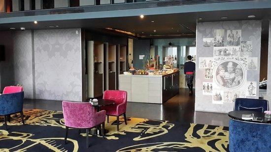 SO Sofitel Bangkok: Inside le club signature.  25th Floor.