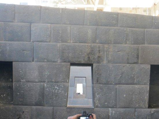 Museo de sitio del Qoricancha: Qorikancha - janelas alinhadas