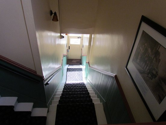 Nobody's Inn: Stairs down to the front entry