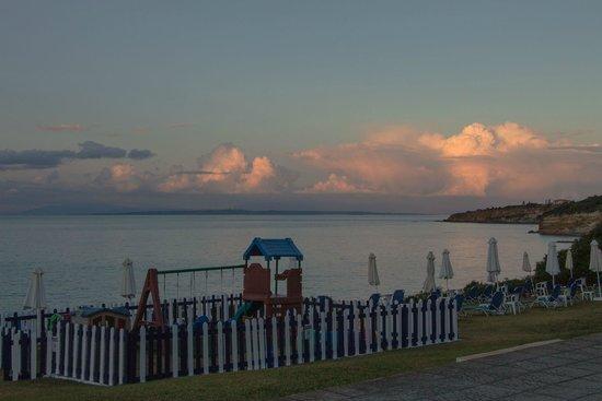 SENTIDO Louis Plagos Beach: Вид из номера на закате