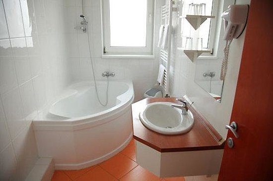Szonyi Hotel: bathroom