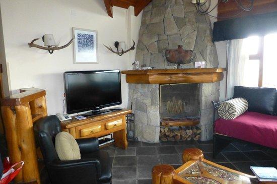Nido del Condor Hotel & Spa: tv y hogar