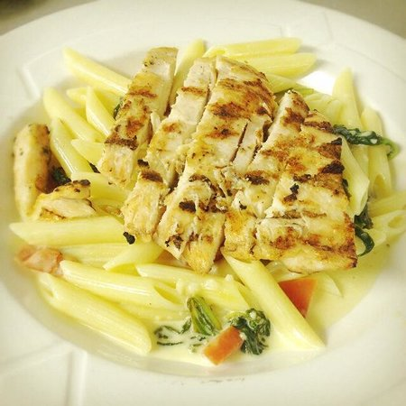 Puccini Restaurant : Chicken Florentine Pasta