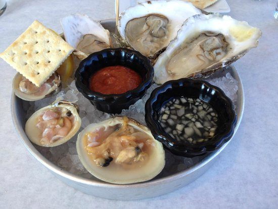 S & P Oyster Co : Raw oysters and clams yummy