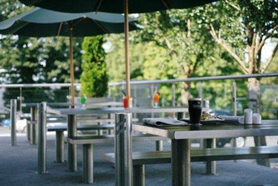 Sligo Park Hotel & Leisure Club: Garden Terrace