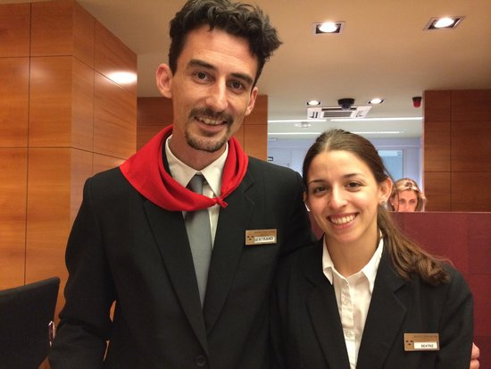 Hotel Tres Reyes: Bertrand and Beatriz- Front Desk