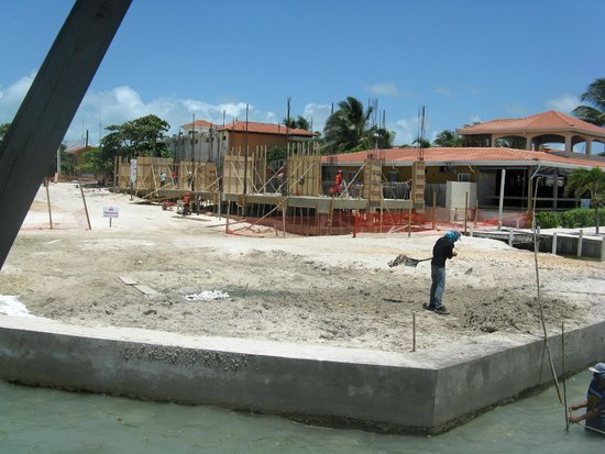 Hurricanes Ceviche Bar & Grill: Construction site next door