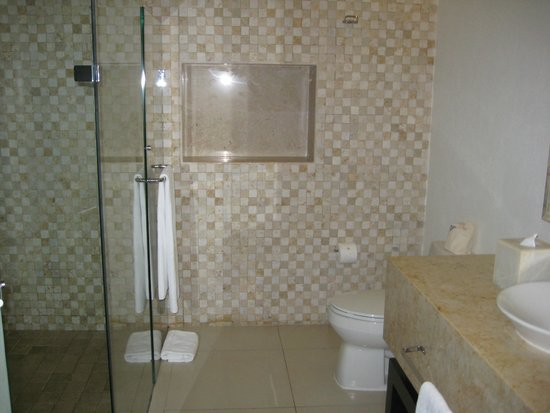 Marival Residences Luxury Resort: Second bathroom in our 1 bedroom suite