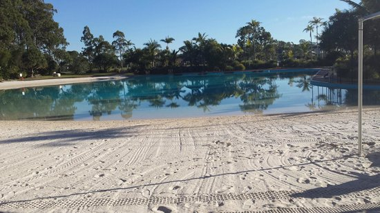 InterContinental Sanctuary Cove Resort: Man made beach