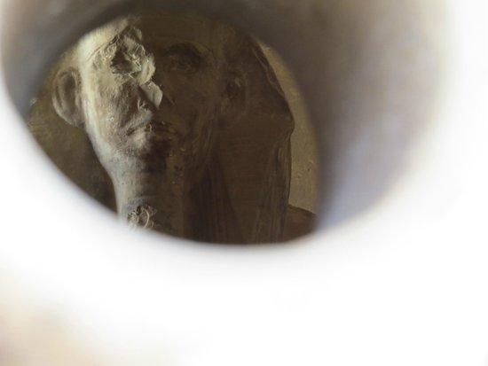 Step Pyramid of Djoser: Estatua escondida